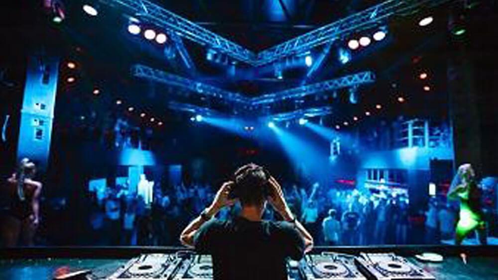 Decreto capienze, nuove regole per discoteche, cinema, teatri